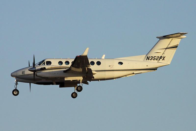 N352PX Beech 350 Super King Air c/n FL-723 Phoenix-Sky Harbor/KPHX/PHX 17-11-16