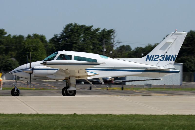 N123MN Cessna 310Q c/n 310Q-0602 Oshkosh/KOSH/OSH 01-08-13