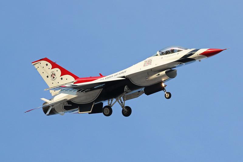 "92-3908 General Dynamics F-16CJ Fighting Falcon ""United States Air Force"" c/n CC-150 Nellis/KLSV/LSV 01-02-18 ""Thunderbirds"""