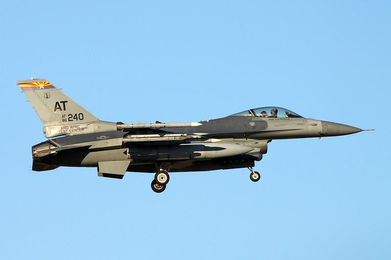 "86-0240 (AT) General Dynamics F-16C Fighting Falcon ""United States Air Force"" c/n 5C-346 Tucson IAP/KTUS/TUS 14-11-16"