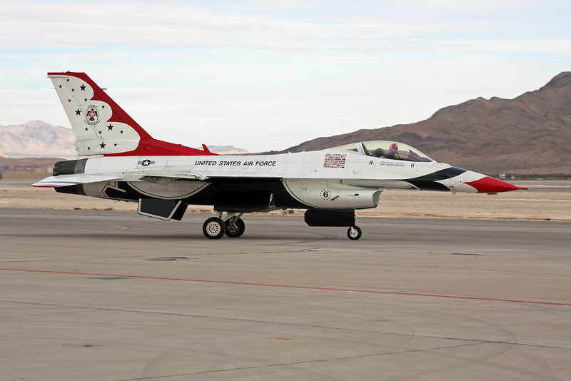 """Unknown (6) General Dynamics F-16 Fighting Falcon """"United States Air Force"""" c/n unknown Nellis/KLSV/LSV 12-11-16 """"Thunderbirds"""""""