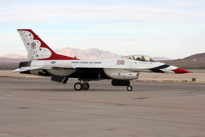 "Unknown (3) General Dynamics F-16 Fighting Falcon ""United States Air Force"" c/n unknown Nellis/KLSV/LSV 12-11-16 ""Thunderbirds"""