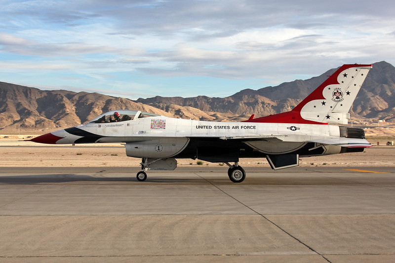 """Unknown (1) General Dynamics F-16 Fighting Falcon """"United States Air Force"""" c/n unknown Nellis/KLSV/LSV 12-11-16 """"Thunderbirds"""""""
