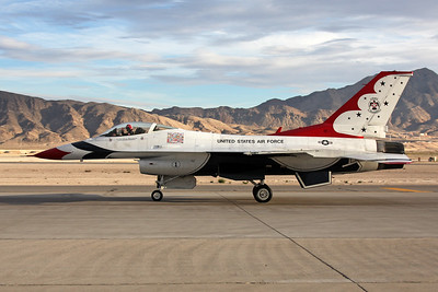 "Unknown (1) General Dynamics F-16 Fighting Falcon ""United States Air Force"" c/n unknown Nellis/KLSV/LSV 12-11-16 ""Thunderbirds"""
