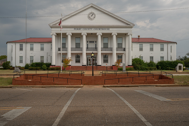 After visiting the farm we headed to Marion for some lunch. The Perry County Couthouse.