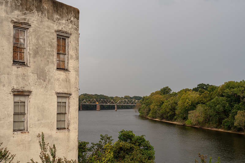 An abandonded building on the Alabama River in Selma.