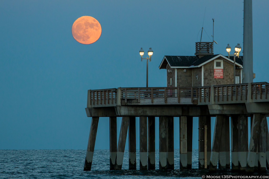 IMAGE: https://photos.smugmug.com/NorthCarolina/Outer-Banks/i-mbcbTMD/1/XL/JM_2016_11_13_Jennettes_Pier_Super_Moon_002-XL.jpg