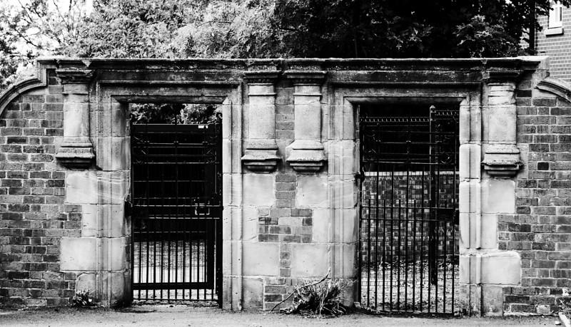 School gates, Barrack Road, Northampton