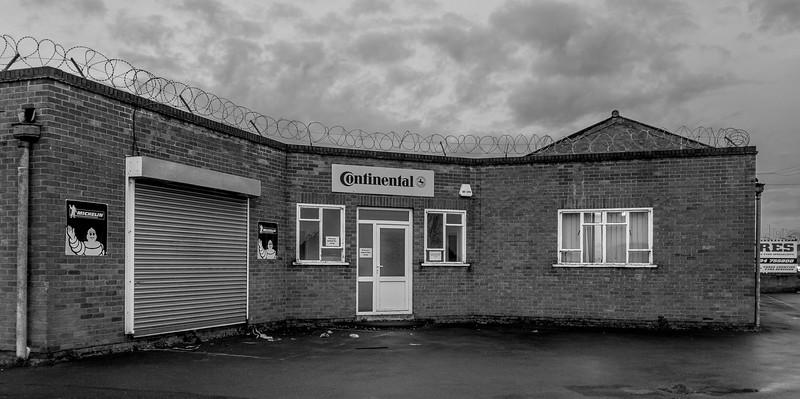 Northampton at dawn- Tyres Northampton, Saint James' Mill Road