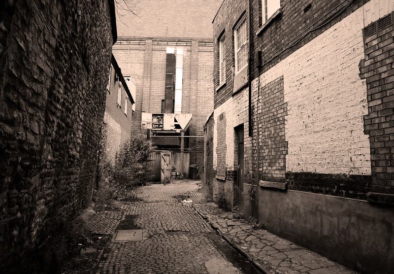 Alley, off Sheep Street Northampton<br /> (opposite the Bear, leading to the corn exchnage)