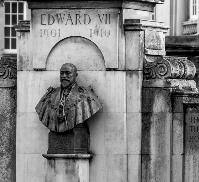 Bust Edward VII, Junction of York Road and Billing Road, Northampton