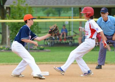 Cole Schuck (15) awaits throw too late to nip Warwick runner in District 31 Little League Championship. (John Gleeson – 21st-Century Media)