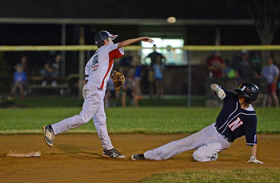 Warwick's Joey Giordano (5) fires to first after forcing Cole Schuck (15).