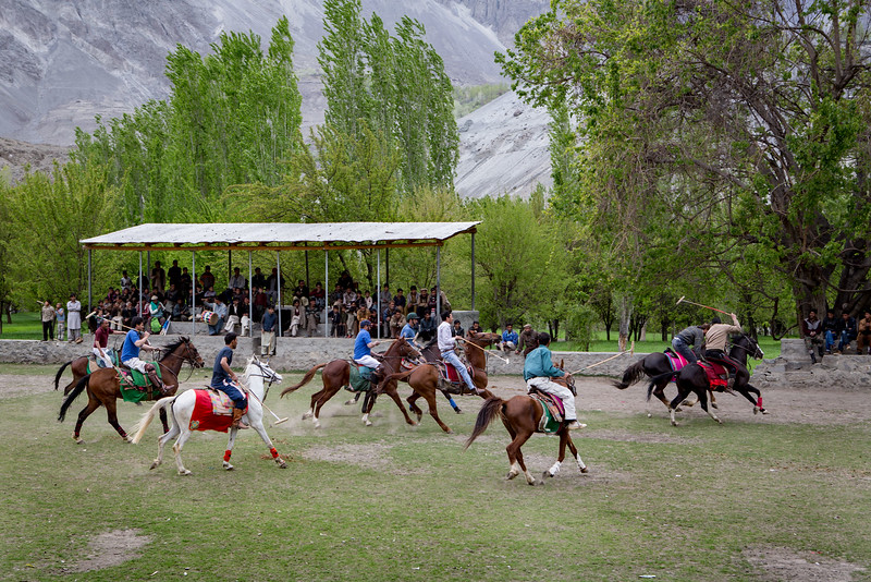 Freestyle polo in Mendi. The former kingdom of Rondu.