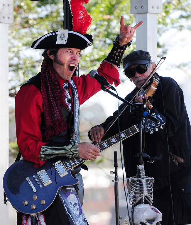 . VALLEJO, CA - JUNE 16, Omar \'Mr. Bones\' Barba performs with his band, O\'Craven, during the Northern California Pirate Festival along the Vallejo Waterfront on Saturday. (CHRIS RILEY/TIMES-HERALD)