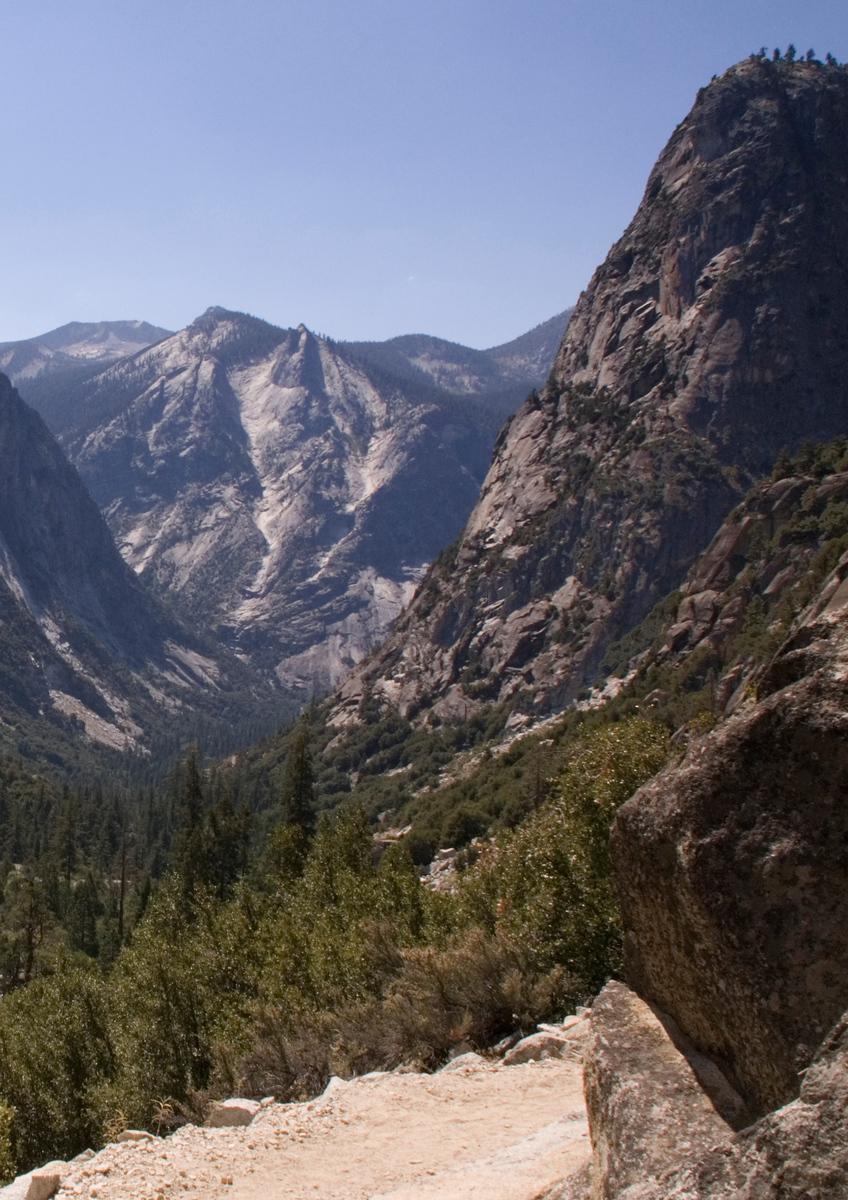 descending into King's Canyon