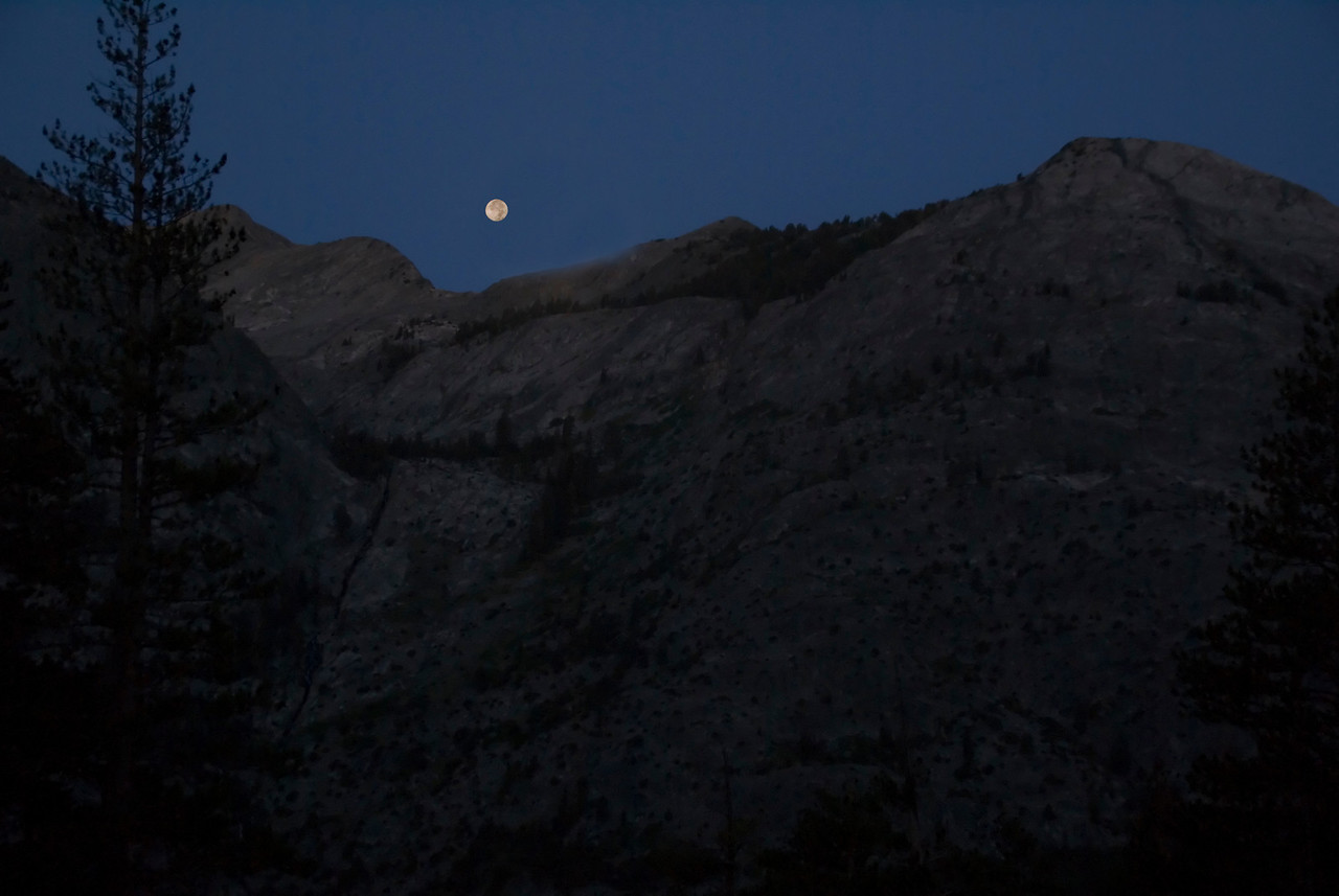 moonset on approach to evolution valley
