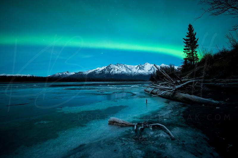 #Aurora covers the #mountains in #Palmer, AK - P/@kbdesignphoto