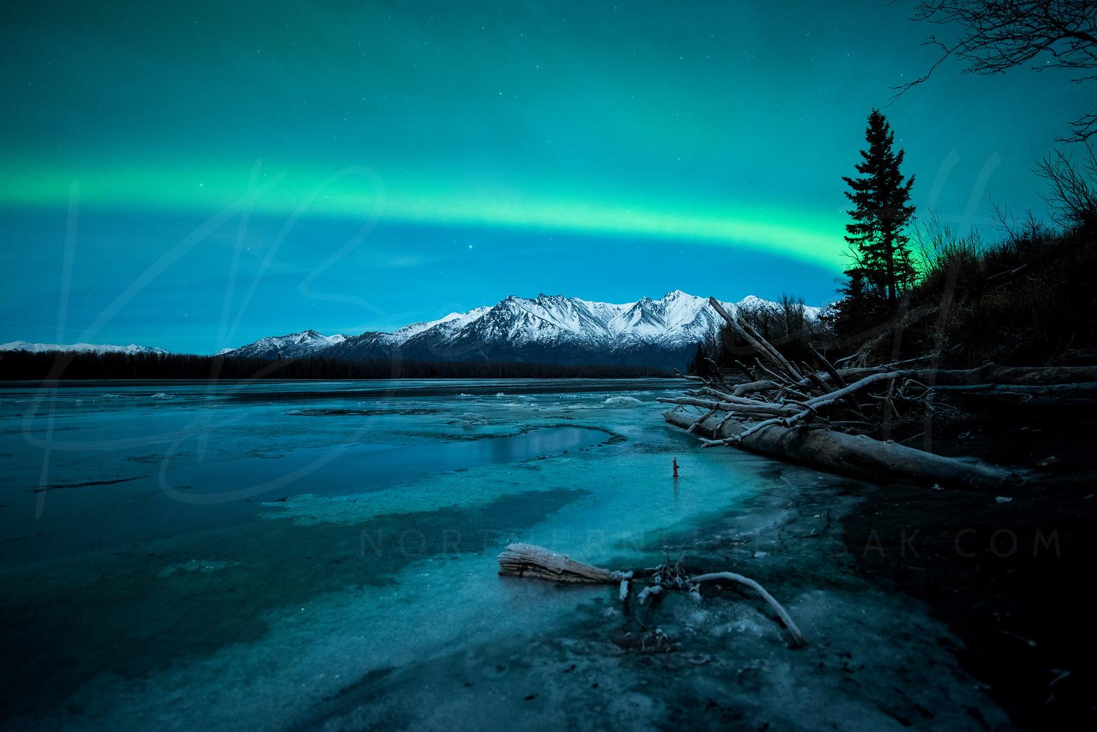 #Aurora covers the #mountains in #Palmer, AK - P/@kbdesignphoto