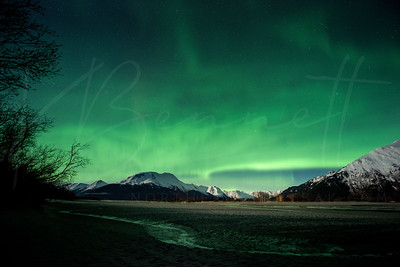 #AuroraShow over mudflats and Placer River, AK - P/@kbdesignphoto