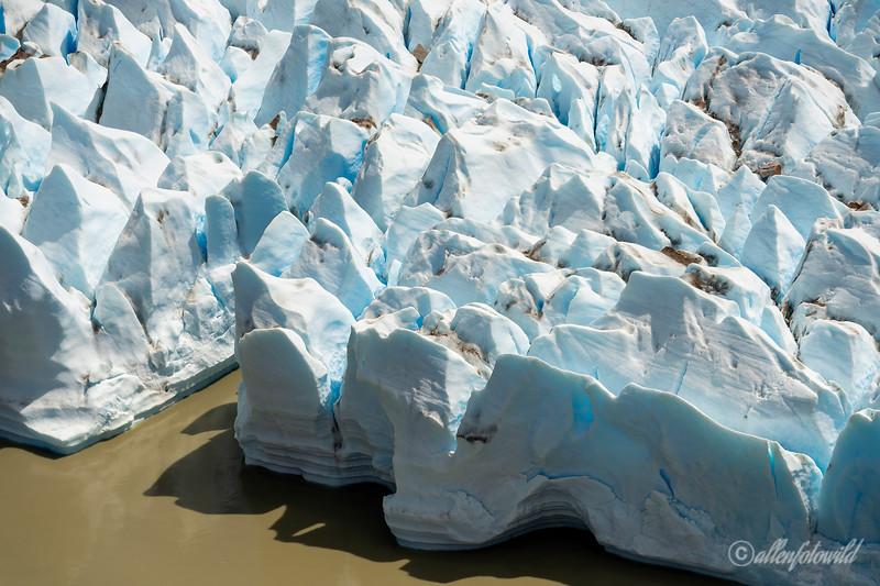 Glacier penitentes