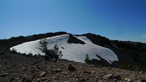 The highest of these rather boring bumps is Magee Peak. I just continue along a use trail that follows the ridge.