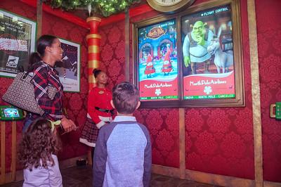 Mommy Blogger's 1st Look @ Ultimate Santa Adventure @ Northlake Mall 11-6-15