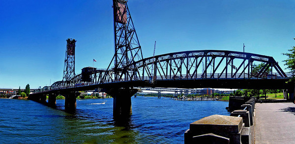 Hawthorne Bridge - Portland Oregon