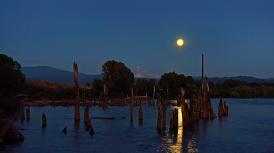 Moonrise over Mt Hood - Washougal WA 2013