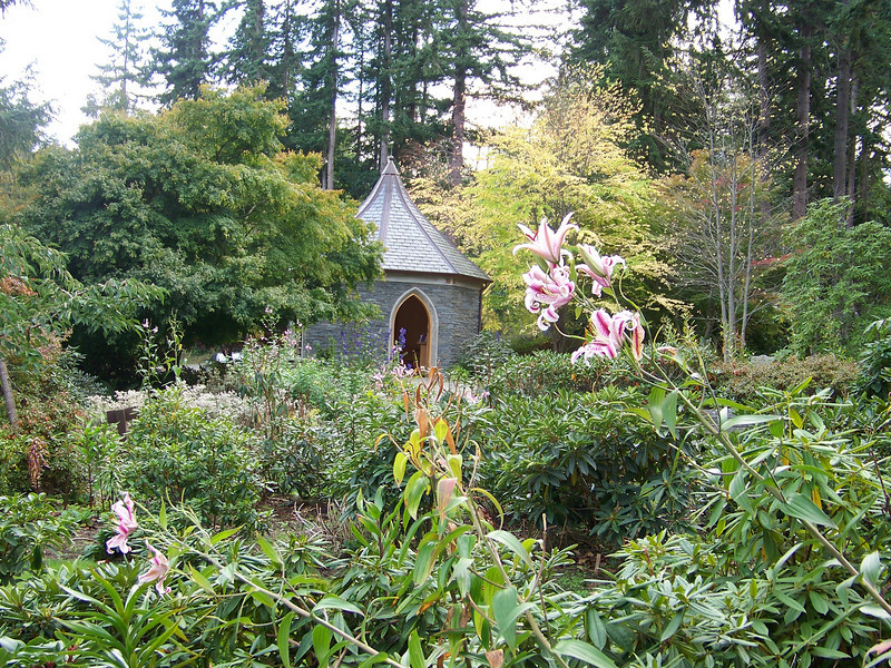 "Our next stop on Whidbey Island was at the <b><a target=""_new"" href=""http://www.meerkerkgardens.org/"">Meerkerk Rhododendron Gardens.</a></b>"