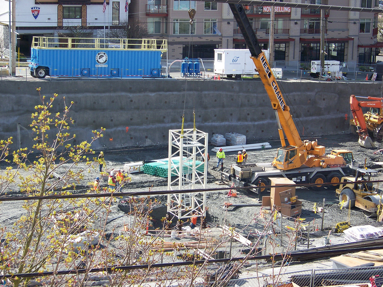 "The bottom of the construction crane goes in place.  They then poured concrete around this piece to create the crane's foundation.<br /> March 21, 2008.  Ballard's ""On the Park"" apartment bulding."