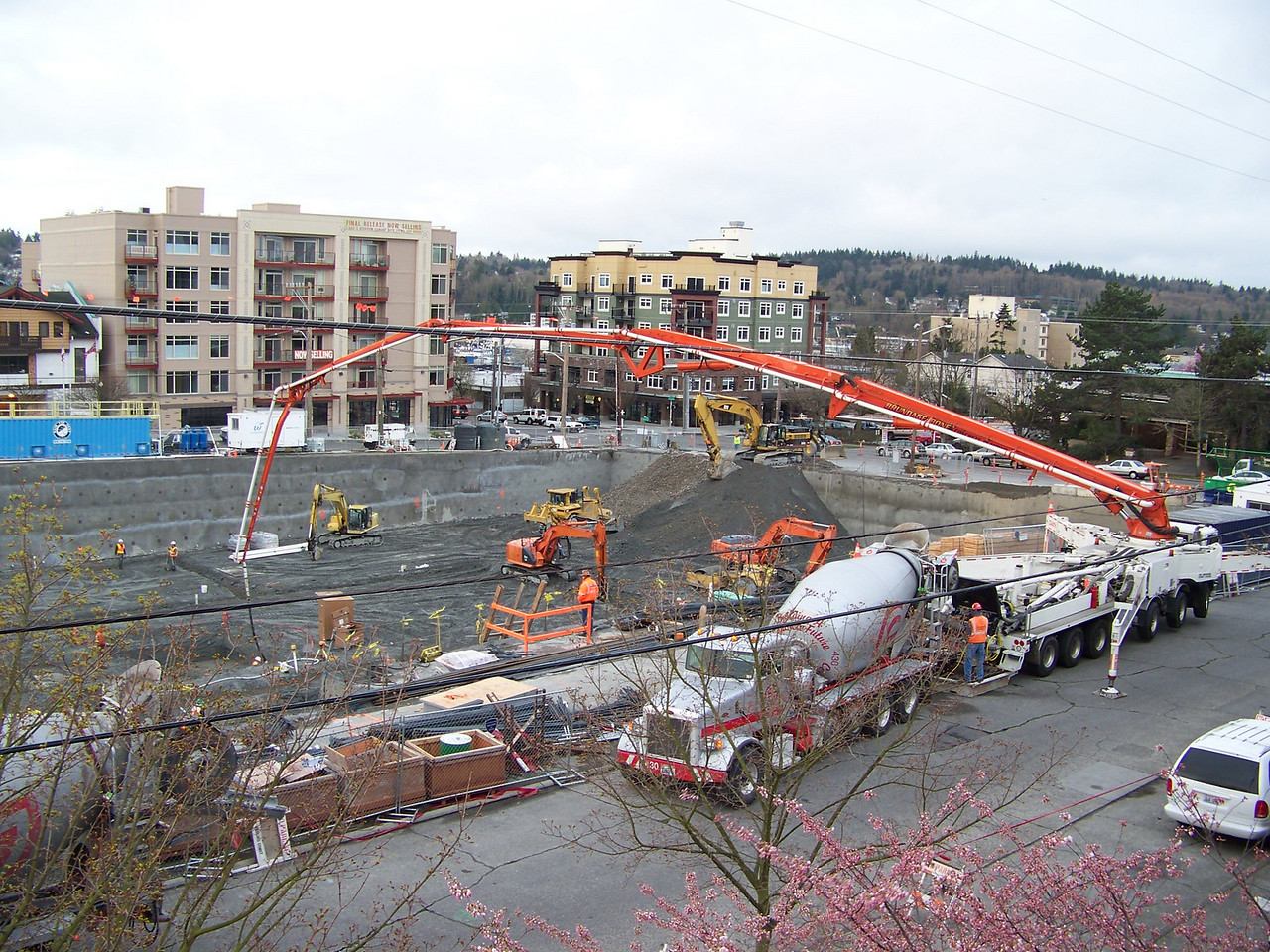 "Concrete pouring begins for the building's foundation and parking garage.<br /> March 20, 2008.  Ballard's ""On the Park"" apartment bulding."