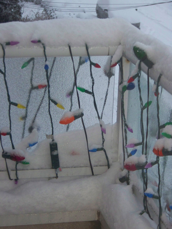 December 21, 2008.  More accumulation on the balcony.