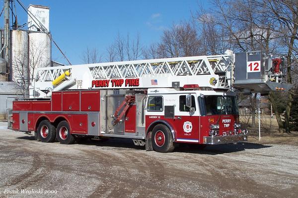 Former Ladder 12 - 1988 Grumman Aerialcat 102ft Tower Ladder(#17944) - 1500gpm/250gal