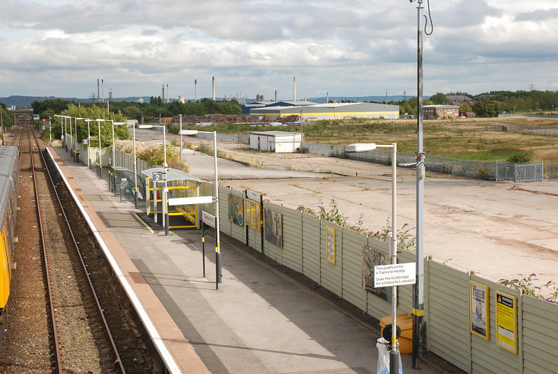 Pic taken from the Footbridge of the length of Plat 2 <br /> <br /> Looking towards Helsby