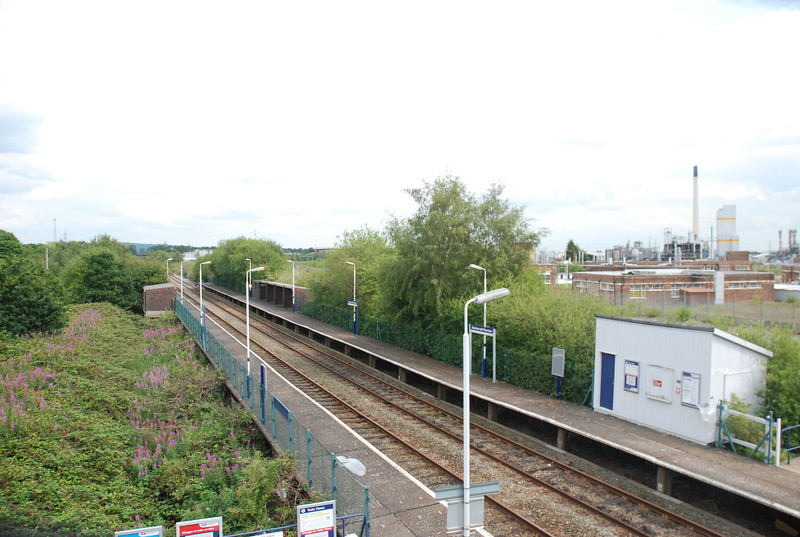 Shot taken from the footbridge with the Helsby bound platform on the <br /> <br /> Left and the Ellesmere Port bound platform on the right