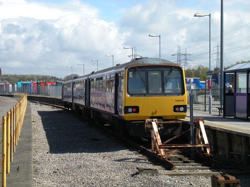 Picture by Liz:<br /> <br /> Close up of 144016 as it sits in the platform waiting to go back to <br /> <br /> Leeds looking towards Morecambe