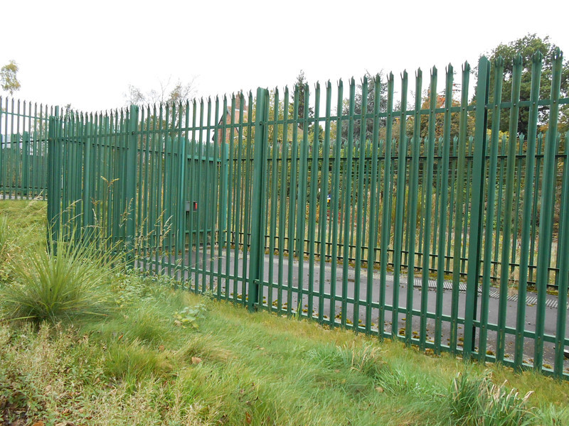 Pic by Liz <br /> <br /> Fenced off patch which i assume must have had somesort of <br /> <br /> electrical sub station or similar in but has now gone since i was last <br /> <br /> here in 2007