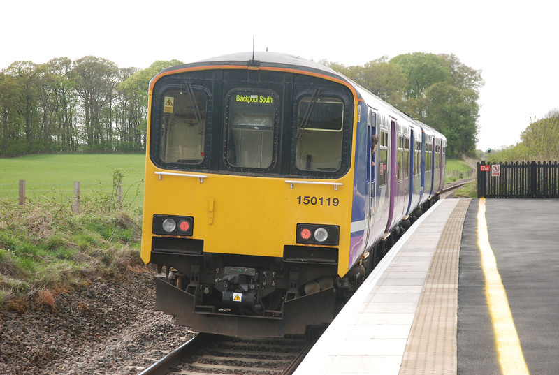 150 119 <br /> <br /> Pulls out of Salwick heading for Kirkham & Wesham