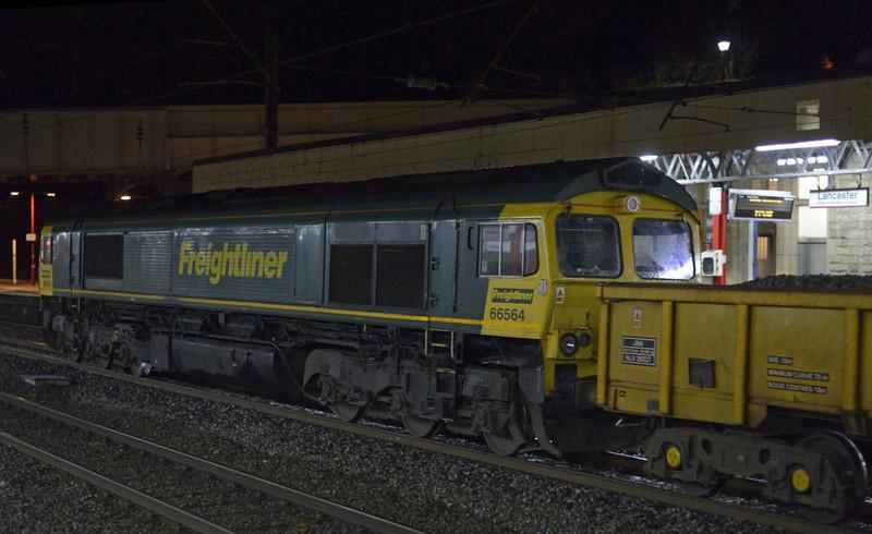 66526 Driver Steve Dunn (George) & 66564, 6Y65, Lancaster, Sat 10 January 2015 - 2137 2.