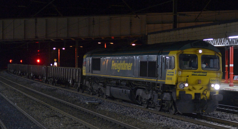 66616, 6Y64, Lancaster, Sat 10 January 2015 - 2131.  Freightliner's 1905 Carlisle yard - Garstang PW.  The 16 MJA bogie box wagons were reported as 500226, 500262, 500257, 500258, 500202, 500206, 500246, 500274, 500263, 500230, 500335, 500223, 500264, 500300, 500297 & 500212.  The train weighed 1172 tonnes, and ran through to Basford Hall on the 11th.