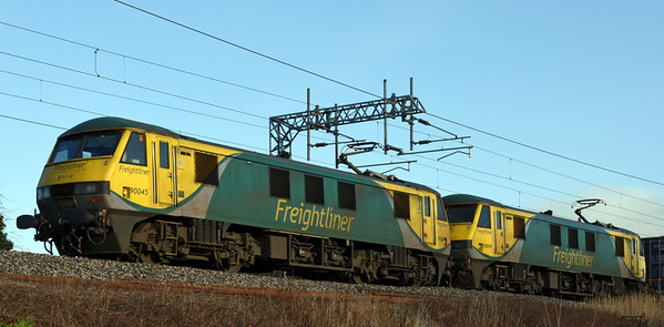 90045 & 90049, 4M27, Carnforth Fri 24 February 2017 - 0914.  Freightliner's 0525 Coatbridge - Daventry.  This pair of Skodas have replaced diesels on this working, starting with 4S45 on 19 February.