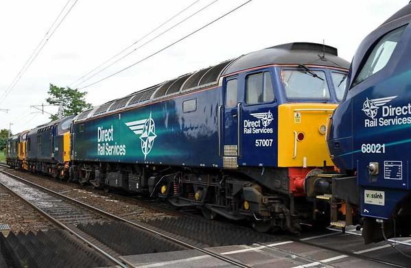 68008 Avenger, 68021 Tireless, 57007, 37422 & 37402 Stephen Middlemore, 0K27, Carnforth, Thurs 1 June 2017 - 1630 2.