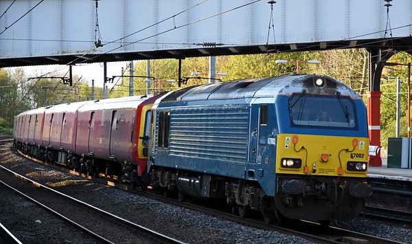 67002, 325003, 325011 & 325012, 1M44, Lancaster, Thurs 27 April 2017 - 1919.  The Arriva blue loco makes a rare appearance on DB Cargo's 1617 Shieldmuir - Warrington mail, 67 minutes late.