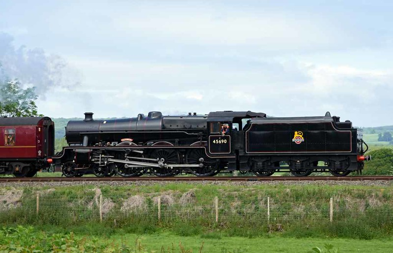 45690 Leander, 5M51, Carpernwray, Wed 24 May 2017 - 1154.  The Jubilee leads a Carnforth - Hellifield light test run with coaches 17025 & 80217 and 35018, on the rear and also tender first.
