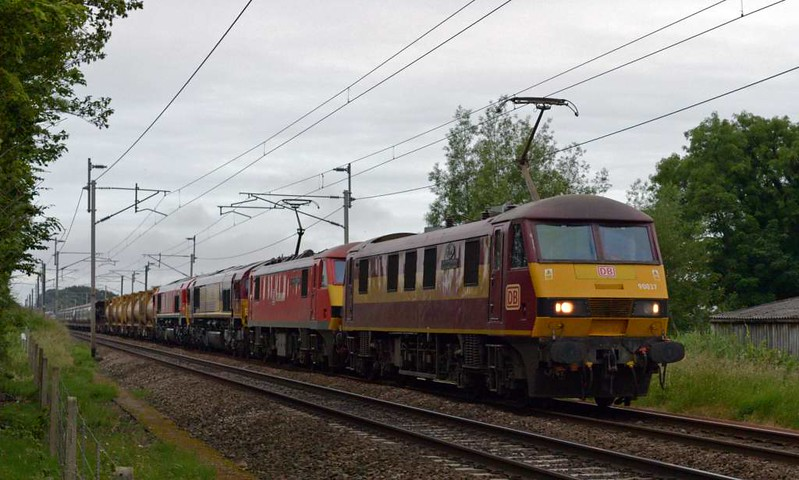 90037 Ford: Spirit of Dagenham, 90018 The Pride of Bellshill, 66057 & 66206, 6X65, Carnforth, Sat 1 July 2017 - 0516.  DB Cargo's 2028 Didcot - Mossend, 25 late.  As usual a Shed had hauled the train to Warrington Arpley.  The 90s had then joined the train after working 6V15 1727 Mossend - Didcot as far as Warrington.