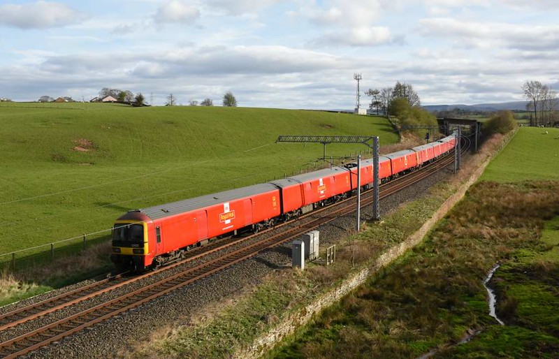 325002 etc, 1M44, Penrith, Wed 5 April 2017 - 1732.  DB Cargo's 1617 Shieldmuir - Warrington mail.