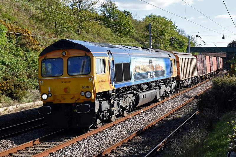 66709 Sorrento, 6M52, Hest Bank, Fri 5 May 2017 - 1734.  GBRf's Bicester - Carlisle yard train makes a rare daylight appearance, still with 66709.