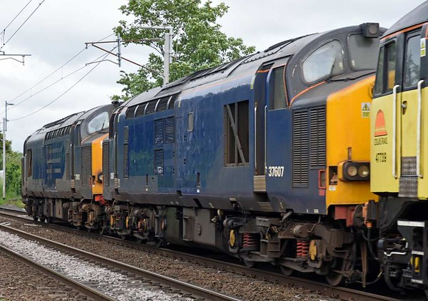 47739 Robin of Templecombe, 37607 & 37612, 0M56, Carnforth, Thurs 8 June 2017 - 1516 2.