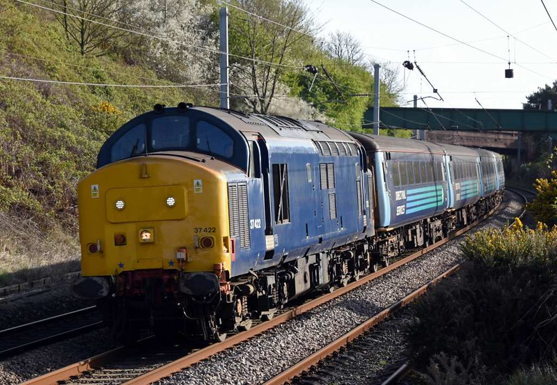 37422, 2C31, Hest Bank, Sat 15 April 2017 - 1737.  Northern's 1731 Lancaster - Barrow.  The consist was 5810, 5971, 6001 & 9704.